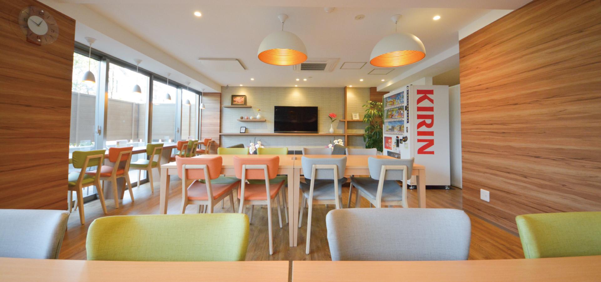 「ティーズカレッジ大阪大学前」広々とした食堂でゆったりとした憩いの時間をお過ごしいただけます。宅都プロパティ大阪学生向けマンション総合サイト|studentroom