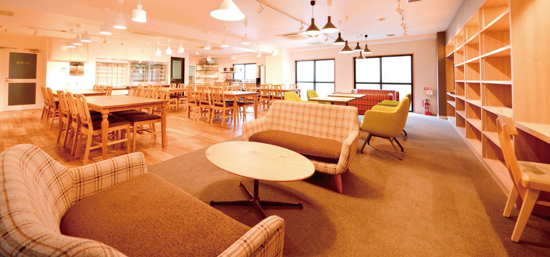 2015年3月に全面リノベーションを実施し、カフェ風の おしゃれな食堂で快適なひとときをお過ごしいただけます。 宅都プロパティ大阪学生向けマンション総合サイト|studentroom