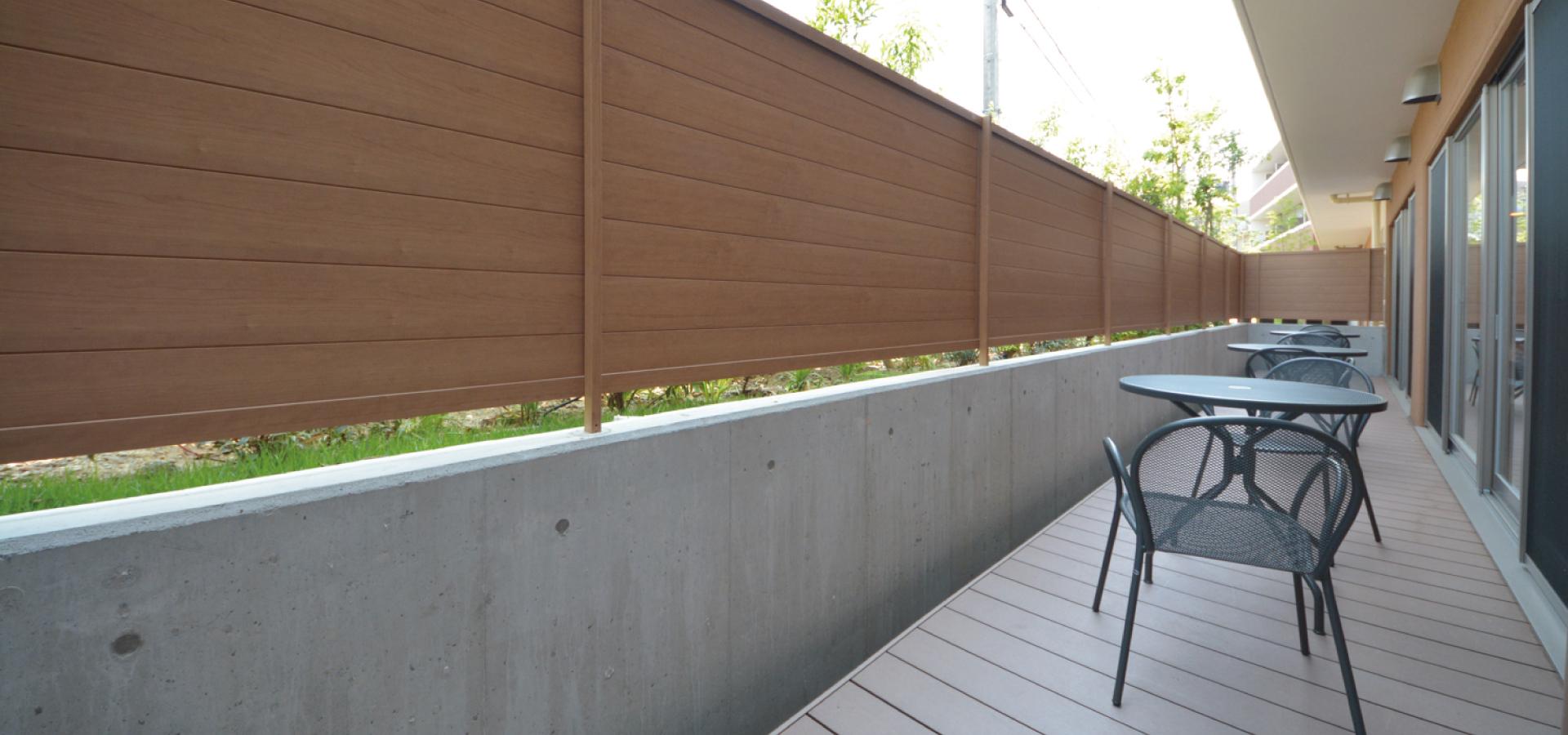 「ティーズカレッジ大阪大学前」食堂横にはテラスをご用意いたしました。宅都プロパティ大阪学生向けマンション総合サイト|studentroom