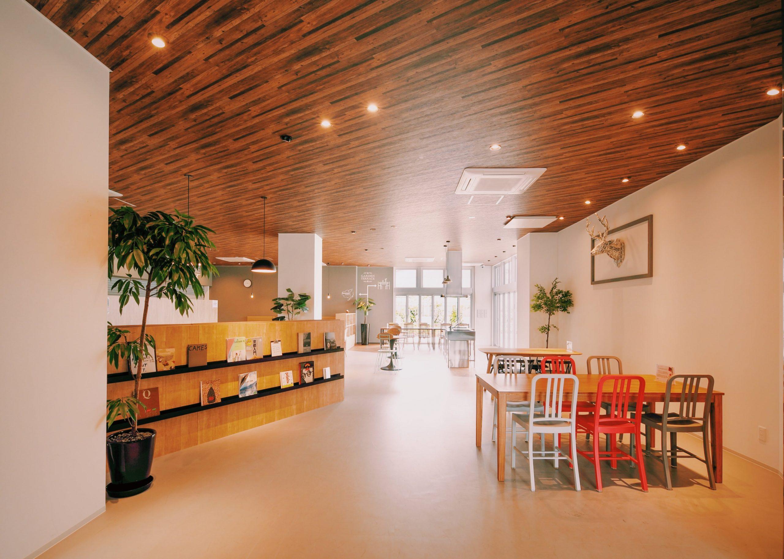 「ティーズカレッジ近畿大学前」カフェのようなおしゃれな共有スペース。宅都プロパティ大阪学生向けマンション総合サイト|studentroom